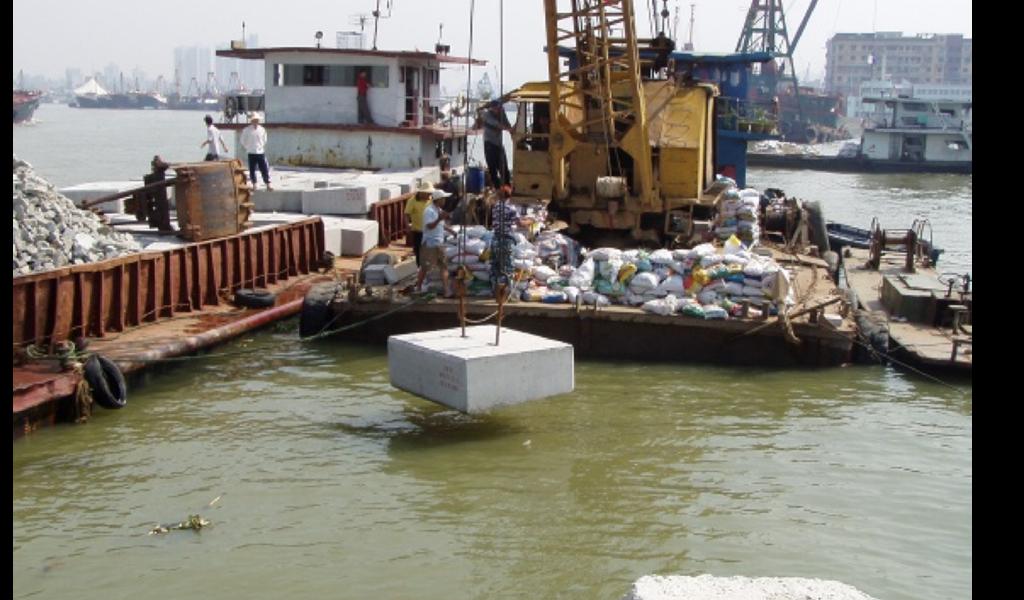 2000年-媽閣填海工程第一及第二階段 ,第一項大型的政府公共工程